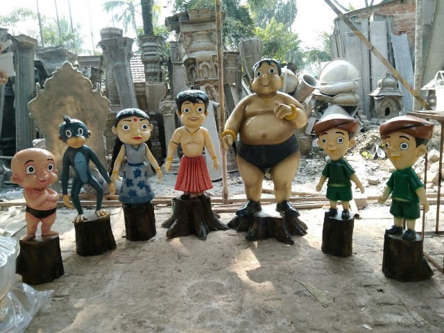 Chota Veem and Family Cartoon Statues